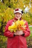 Femme mûr avec le posy d'érable photos libres de droits