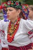 Femme mûre d'Ukraine dans le costume traditionnel Image libre de droits