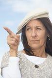 Femme mûre attirante sûre de portrait Photographie stock