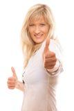 Femme mûre donnant des pouces vers le haut du signe d'isolement Image stock