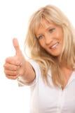 Femme mûre donnant des pouces vers le haut du signe d'isolement Photographie stock libre de droits