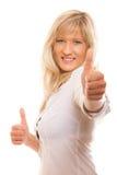 Femme mûre donnant des pouces vers le haut du signe d'isolement Images stock