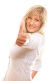 Femme mûre donnant des pouces vers le haut du signe d'isolement Photo stock
