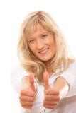 Femme mûre donnant des pouces vers le haut du signe d'isolement Images libres de droits