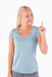 Femme magnifique de sourire se dirigeant au copyspace images stock
