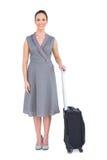 Femme magnifique gaie avec sa pose de valise Photo libre de droits