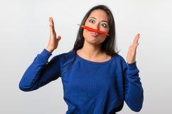 Femme maladroite avec une moustache de poivre de piment photo stock