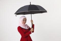 Femme malaise tenant le parapluie Photo libre de droits