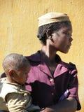 Femme malgache avec sa chéri Photo libre de droits