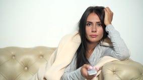 Femme malsaine étant malade à l'aise banque de vidéos