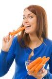 Femme mangeant des raccords en caoutchouc, d'isolement Photographie stock