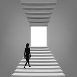 Femme marchant sur l'escalier à travers le concept Photographie stock libre de droits