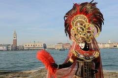 Femme masquée par clavette ornementale Photos libres de droits