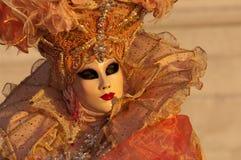 Femme masquée par orange Photographie stock