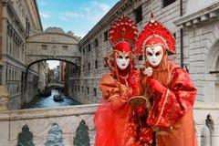 Couples masqués par rouge Image libre de droits