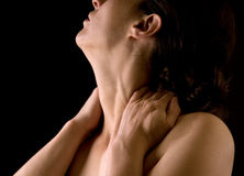 Femme massant son cou Image libre de droits