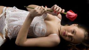 Femme menteur Photo stock
