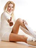 Femme mettant sur des gaines Photographie stock libre de droits