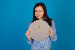 Femme mignonne dans le bleu Photographie stock libre de droits