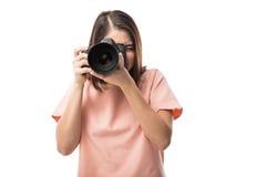 Femme mignonne prenant des photos avec le dslr photos stock
