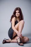 Femme mince avec de belles pattes Photo stock