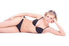 Femme mince dans le mensonge sexy de lingerie Images libres de droits