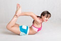 Femme mince flexible photos libres de droits