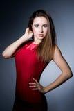 Femme mince sexy dans la robe rouge Photos stock