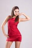 Femme mince sexy dans la robe rouge Image stock