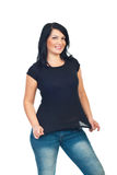 Femme modèle attirant dans le T-shirt noir image stock