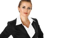 Femme moderne d'affaires avec des mains sur des gratte-culs Images libres de droits