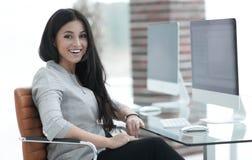 Femme moderne d'affaires dans le bureau Photos libres de droits