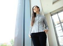 Femme moderne d'affaires dans le bureau Photographie stock