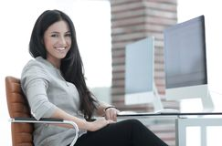 Femme moderne d'affaires dans le bureau Photo libre de droits