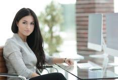Femme moderne d'affaires dans le bureau Photographie stock libre de droits