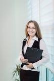 Femme moderne d'affaires dans le bureau avec l'espace de copie, wom d'affaires Photo libre de droits