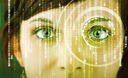 Femme moderne de cyber avec l'oeil de matrice Images stock