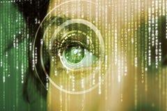 Femme moderne de cyber avec l'oeil de matrice images libres de droits