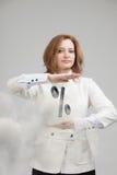 Femme montrant le symbole des pour cent Concept de dépôts en banque ou de vente Photos stock