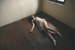 Femme mort image libre de droits