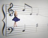Femme musicale image stock