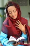 Femme musulman dans la mosquée Photographie stock