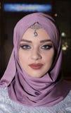 Femme musulmane avec des yeux bleus Photographie stock libre de droits