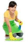 Femme nettoyant l'étage photos libres de droits