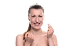 Femme nue de sourire tenant le fil dentaire Photo libre de droits