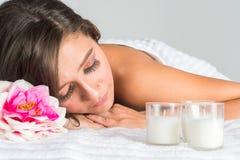 Femme obtenant le massage Images libres de droits