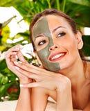 Femme obtenant le massage facial. Photo libre de droits