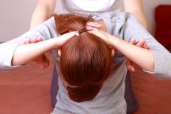 Femme obtenant le massage thaïlandais Image stock