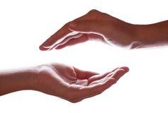 Femme ou mains femelles évasées dans une protection, la protection, la sécurité ou le symbole de concept de coffre-fort photographie stock