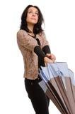 Femme ouvrant un parapluie Photographie stock libre de droits